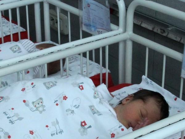 Четири бебета се родиха в столична болница, блокирана, заради поставената