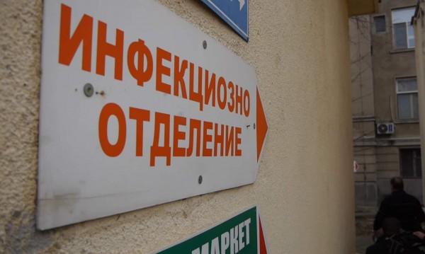 Синът на болната от COVID-19 в Карлово: Първо я пуснаха от...