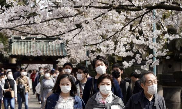 Близо до Китай, а само 1128 заразени с коронавирус. Как го постигна Япония?