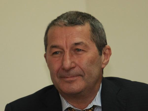 Вчера икономистът Владимир Каролев беше задържан заради нарушаване на карантина.