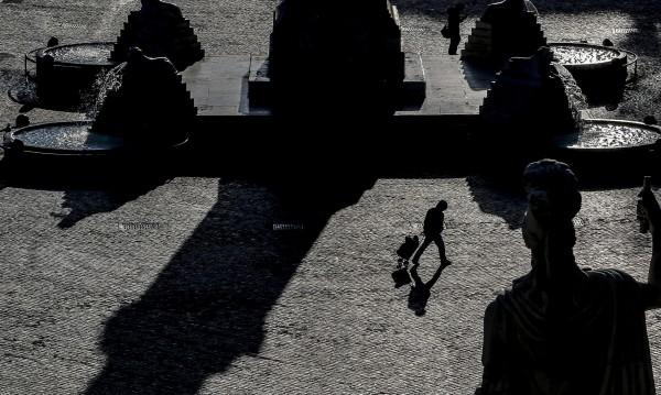 Всеки пети по света е под карантина: Кои страни забраниха излизането?