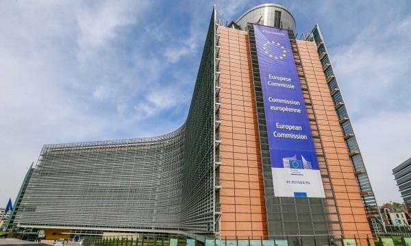 Светът срещу COVID-19: Мерките на ЕС и САЩ за...