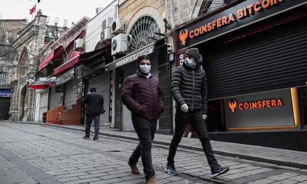 Турция в менгемето между вируса и кризата