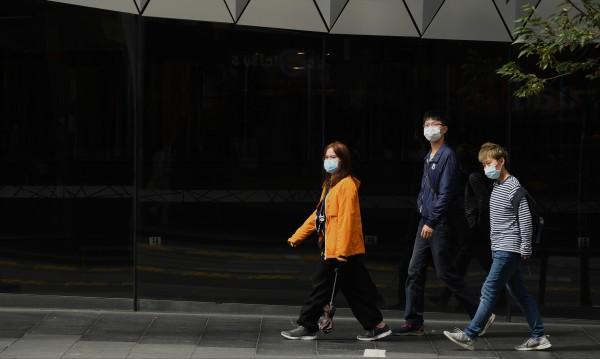 Защо на Запад не носим маски, но в Азия е масова практика?