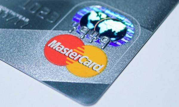 Увеличават лимита за безконтактно плащане до 100 лева