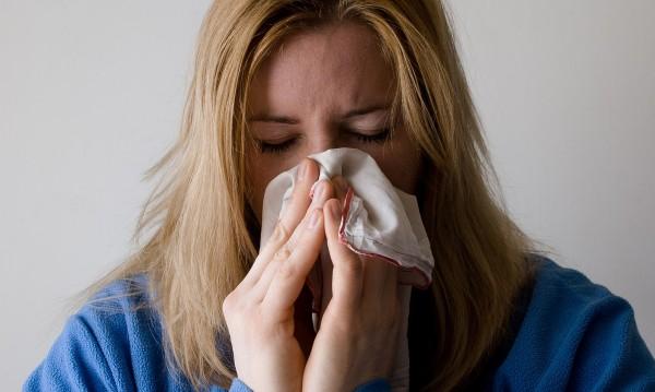 При леки симптоми на коронавирус - какво да правите?