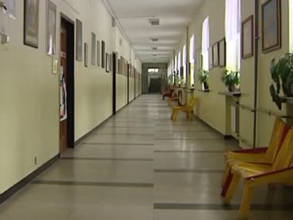 Удължават дистанционното обучение на учениците до 12 април заради извънредното