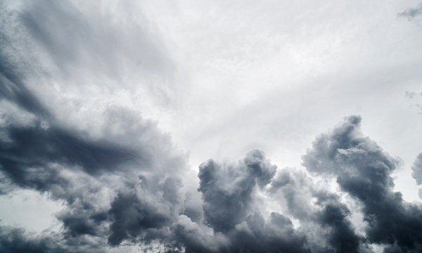 И днес времето остава облачно, на места - дъжд