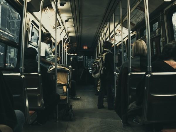 Пътници се оплакаха, че са пътували в претъпкан автобус по