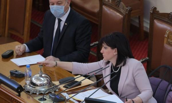 Парламентът нито се разпускал, нито спирал да работи