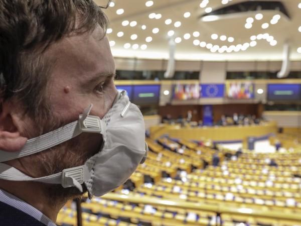 Като част от съвместната реакция на ЕС спрямо разпространението на