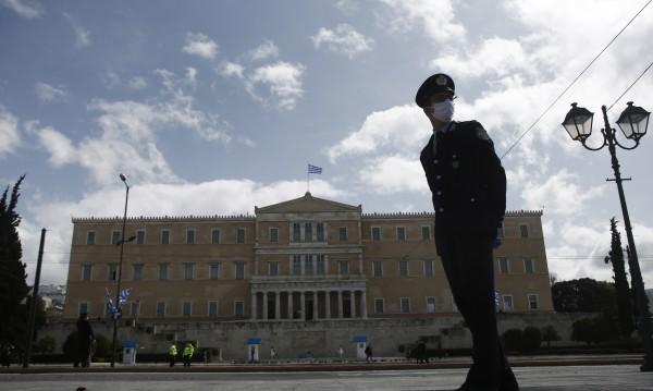 3500 глобени гърци за 4 дни, излизат без повод