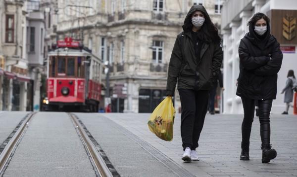 300 000 пакета с помощи за възрастните в Истанбул