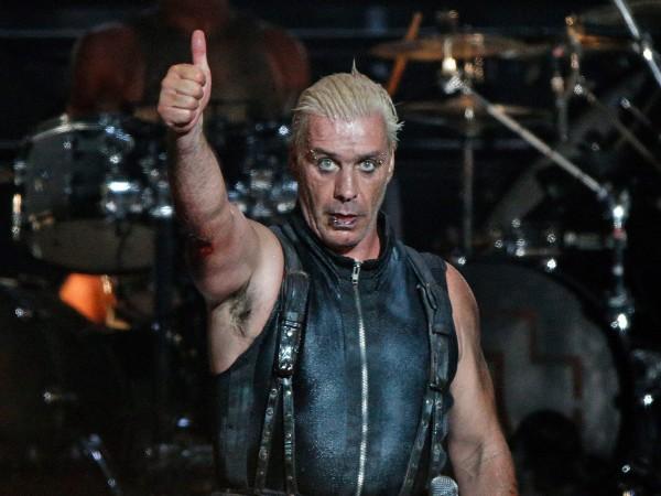 57-годишният фронтмен на Rammstein Тил Линдеман е в интензивно отделение.