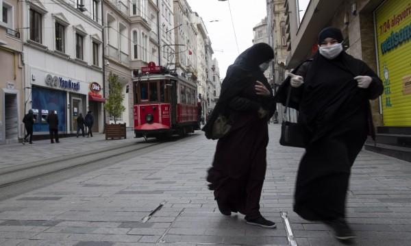 4-има ранени в Истанбул след спор при продажба на маски