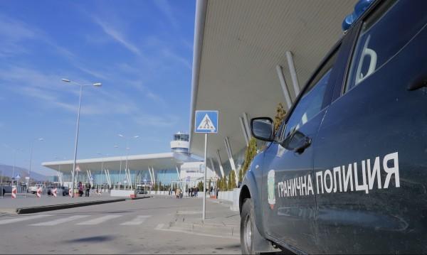 Самолет от Делхи връща у нас 39 български граждани