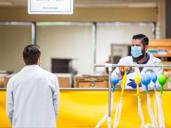Д-р Антъни Фаучи, който ръководи изследванията на инфекциозни заболявания в