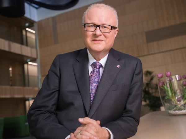 Финансовият министър на германската провинция Хесен Томас Шeфер е извършил