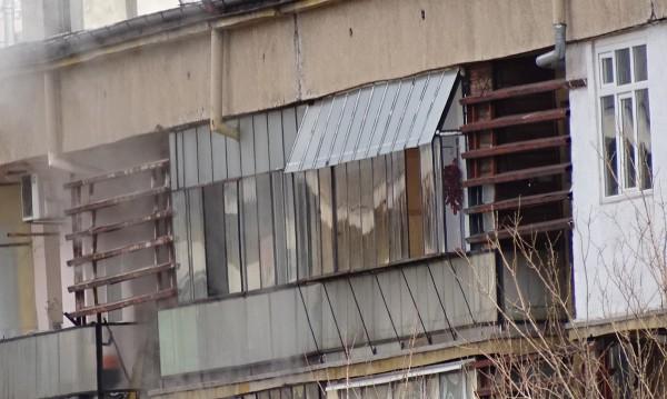 Мъж разпалва печка с нафта, запали си апартамента