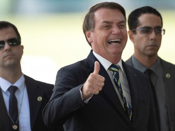 Twitter изтри два поста на бразилския президент Жаир Болсонаро, в