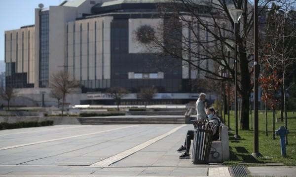 Ананиев нареди: Всички с маски на обществени места