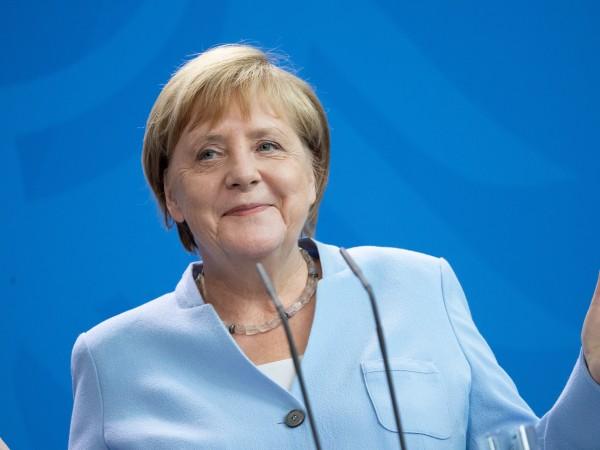 """Ангела Меркел даде трети отрицателентест за коронавирус.""""Канцлерът ще продължи да"""