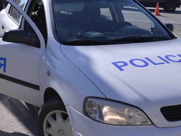 31-годишен мотоциклетист удари в крака полицай в опит да осуети
