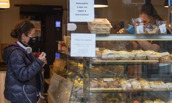 Храната поскъпва с над 4%, останалите стоки поевтиняват с над 11 на сто