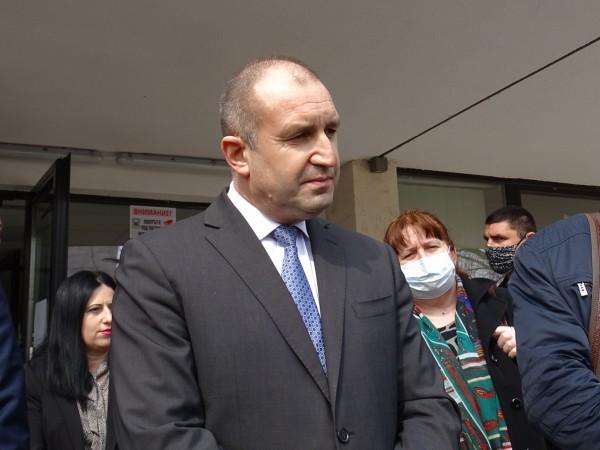 Президентът Румен Радев заяви, че дългото оставане на ограниченията води