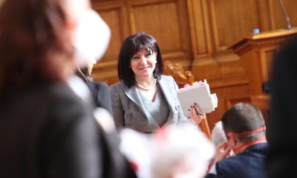 Депутатите ще работят извънредно на 2 април