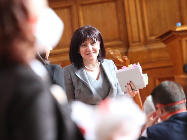 Председателят на Народното събрание Цвета Караянчева свиква извънредно заседание на