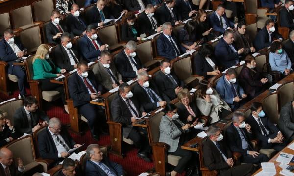 Депутати и администрацията ще минат тестове за коронавирус
