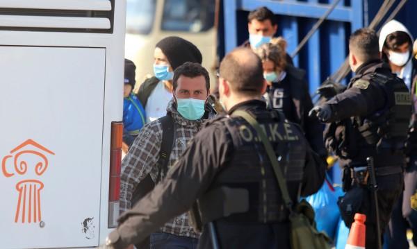Първи заразен в мигрантски лагер в Гърция