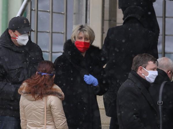 """Рано сутринта депутатите се наредиха на опашка пред болница """"Софиямед"""","""