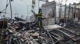 Трима са в критично състояние след пожар в кравеферма