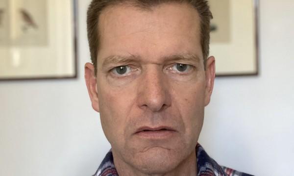Датски здравен шеф се подстрига сам, а после прати пари на бръснаря