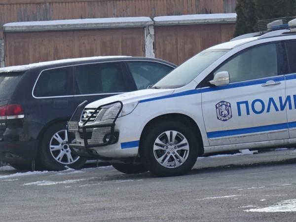 """Служители на полицейския участък в квартал """"Изток"""" в Пазарджик задържаха"""