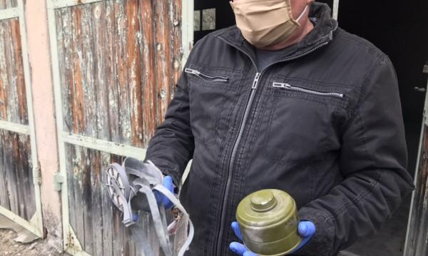 Разбиха и ограбиха склад за противогази в Павел баня