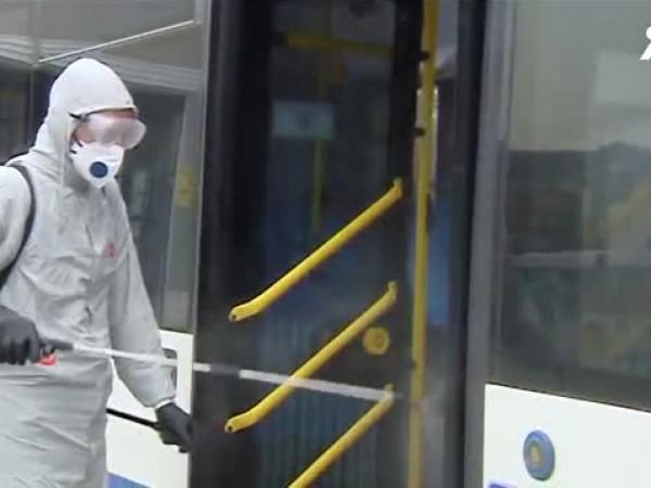 Маски и дезинфектанти се раздават на пътниците в градския транспорт