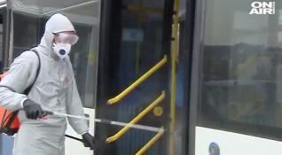 Раздават маски и дезинфектант в автобусите във Варна