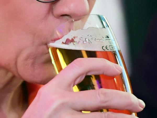 Чешките пивоварни спряха да продават наливна бира в бурета и