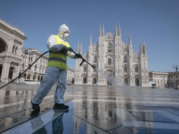 Премиерът на Италия Джузепе Конте удължи мерките за всеобща изолация