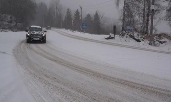 През април: Силен снеговалеж и навявания на проходите