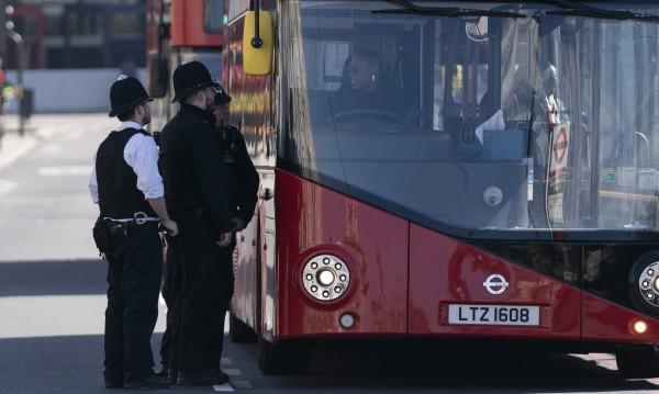 Британец отива в затвора, защото се изкашлял върху полицай