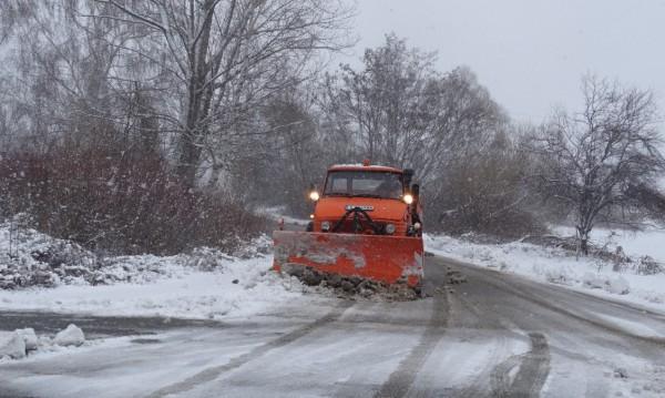 176 снегорини почистват улиците в София