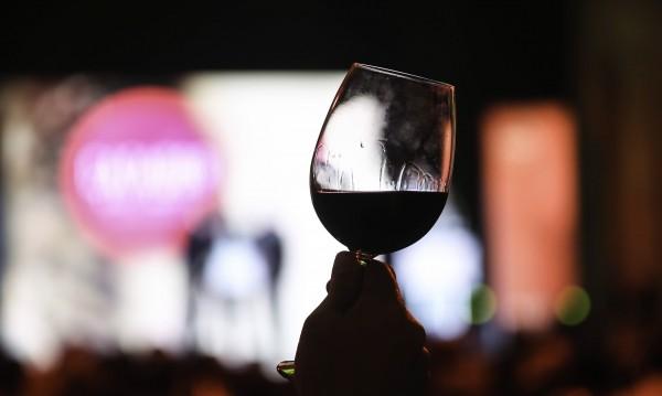 Алкохолът стока от първа необходимост ли е при пандемията?