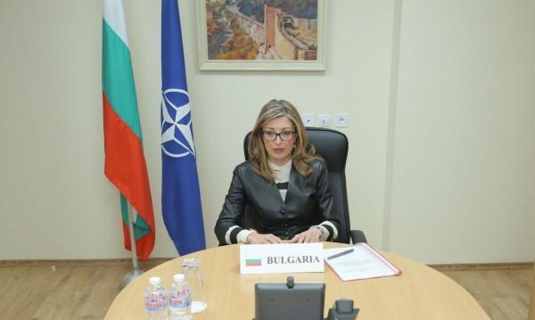 Захариева: НАТО трябва активно да се включи в борбата...