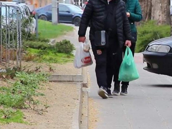 1000 доброволци помагат на стари хора в новата българска платформа
