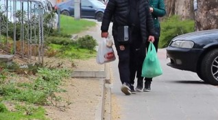 1000 доброволци в помощ на стари хора и болни в цялата страна