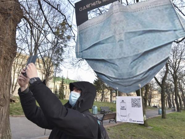 На фона на епидемията от COVID-19 градовете Белград и Сараево